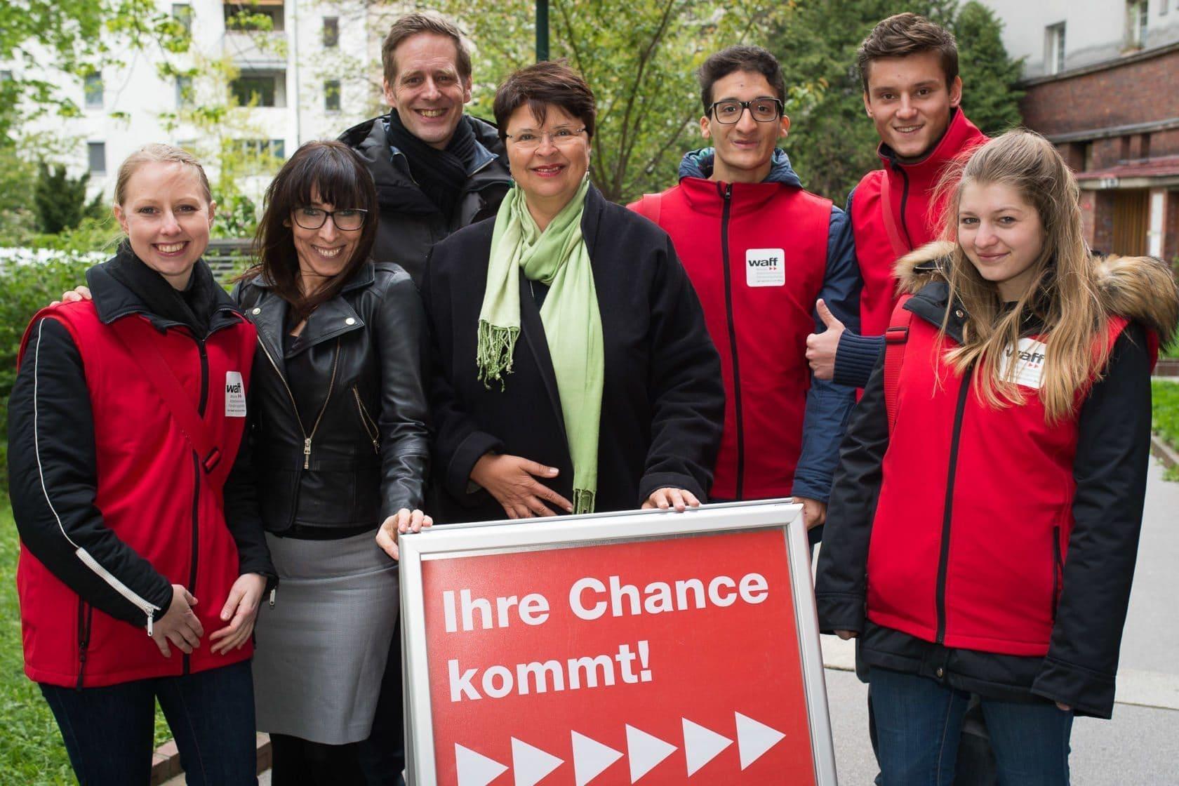 waff-Gemeindebauaktion mit Stadträtin Brauner im Rabenhof und Promotoren und Promotorinnen (SPÖ)