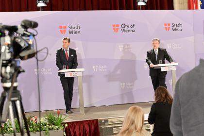 Bürgermeister Michael Ludwig (rechts) und Wirtschaftsstadtrat Peter Hanke (links)
